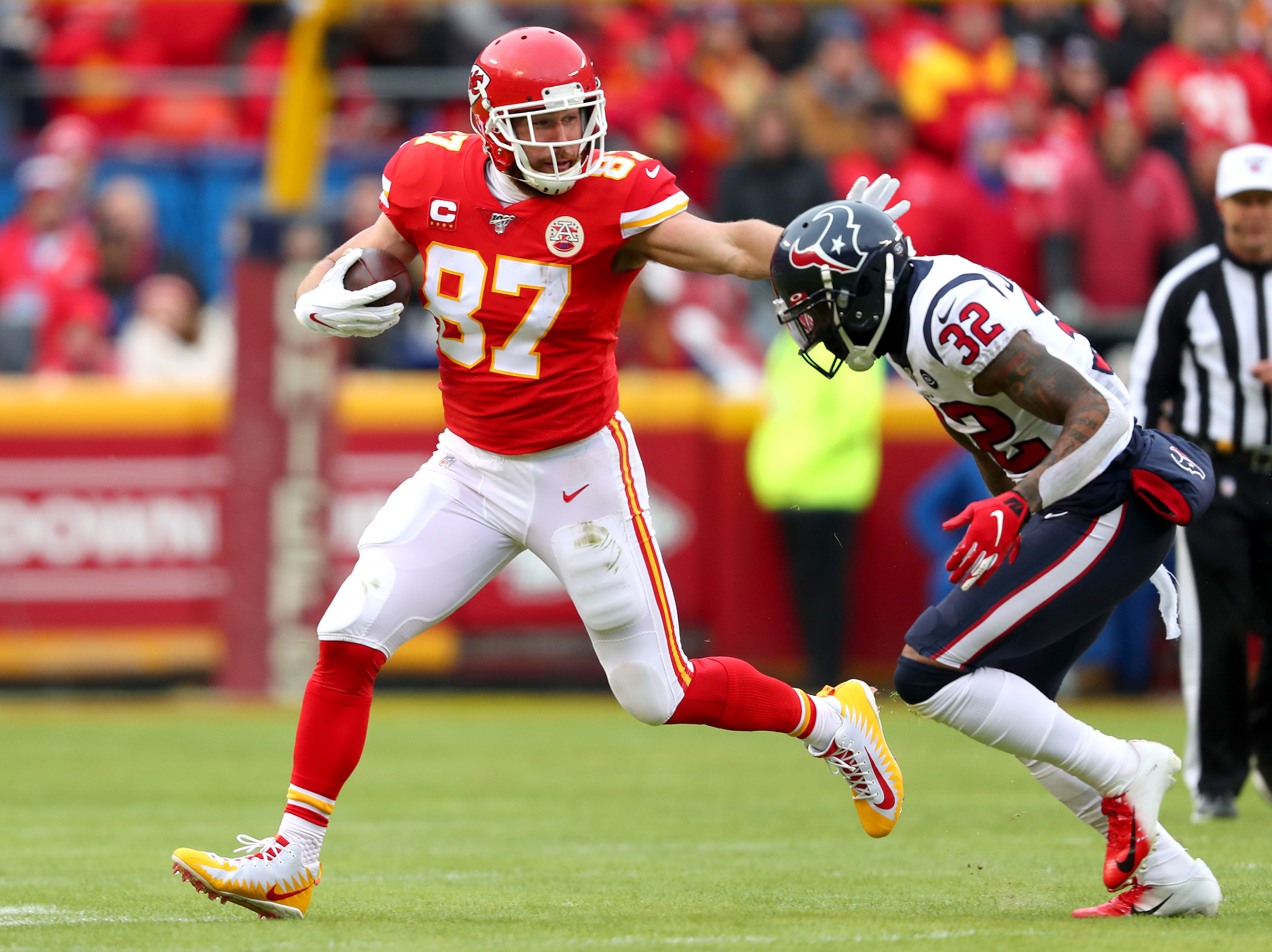 Travis Kelce leaves Chiefs vs Texans game with hamstring injury